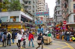 Szene der verkehrsreichen Straße an einem Schnitt in Hong Kong Stockbild