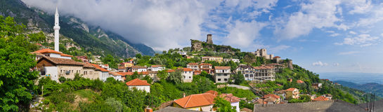 Szene mit Kruja-Schloss nahe Tirana, Albanien Lizenzfreie Stockfotografie