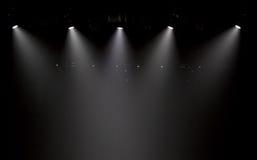 Szene, Stadiumslicht mit farbigen Scheinwerfern lizenzfreies stockfoto
