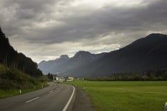 Szene von österreichischen Alpen Stockfotos
