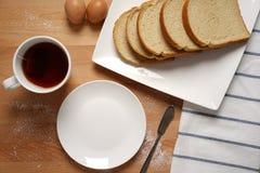 Szene von einem Frühstückstische mit Grundnahrungmittel Stockbild