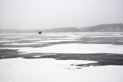 Szenisch von gefrorenem See. stockfoto