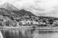 Szenische Ansicht über den Adda-Fluss in zentralem Lecco, Italien Lizenzfreie Stockbilder