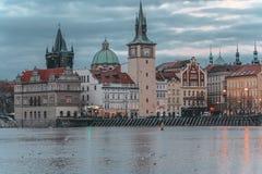Szenische Ansicht über Prag des die Moldau-Flusses und der historischen Mitte von Prag, Gebäude und Marksteine der alten Stadt, P lizenzfreies stockbild