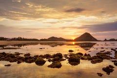 Szenische Ansicht in dem Indischen Ozean bei Indonesien, Lombok-Insel stockfotos