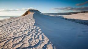 Geplätscherte Sanddünen Stockfoto