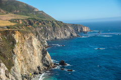 Szenische Ansicht der Kalifornien-Küstenlinien-pazifischen Landstraße 1 lizenzfreie stockfotografie