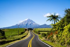 Szenische Ansicht des Bergs Taranaki in Nationalpark Egmont in Neuseeland lizenzfreies stockfoto