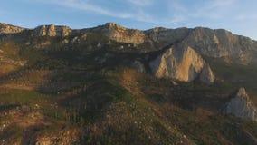 Szenische Ansicht des Gebirgszugs, Neuseeland Vogelperspektive auf Bergen gestalten, Sonnenunterganghintergrund landschaftlich sc stock video footage