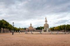Szenische Ansicht des Quadrats und der Kirche in Aranjuez stockbilder