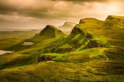 Szenische Ansicht des Quiraing-Gebirgssonnenuntergangs mit drastischem Himmel, Scot Lizenzfreies Stockfoto