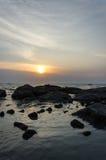 Szenische Ansicht des Sonnenuntergangs über dem Meer Stockbild