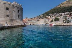 Szenische Ansicht Dubrovniks der Stadt ` s Gebäude stockfotografie