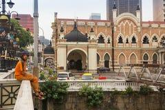 Szenische Ansicht einer alten Kirche mit einem hohen lizenzfreies stockbild