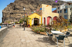 Szenische Ansicht eines Boulevards am 12. Juli 2015 in Tazacorte, La Palma, Kanarische Inseln, Spanien Lizenzfreie Stockfotografie
