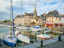 Szenische Ansicht in Honfleur, Küstendorf in der Bass-Normandie, Frankreich Lizenzfreies Stockbild