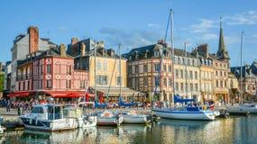 Szenische Ansicht in Honfleur, Küstendorf in der Bass-Normandie, Frankreich Lizenzfreie Stockbilder