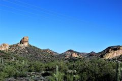 Szenische Ansicht Tonto-staatlichen Waldes von MESA, Arizona zum Canyon See Arizona, Vereinigte Staaten stockfotos