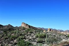 Szenische Ansicht Tonto-staatlichen Waldes von MESA, Arizona zum Canyon See Arizona, Vereinigte Staaten stockbild
