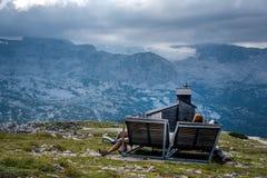 Szenische Ansicht von Alpenbergen ein sonnigen Tag Lizenzfreie Stockfotografie
