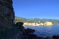Szenische Ansicht von Budva-Bucht, adriatisches Meer Lizenzfreie Stockbilder