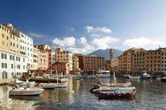 Szenische Ansicht von festgemachten Booten in Camogli Lizenzfreies Stockbild