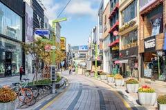 Szenische Ansicht von Gwangbokro kulturell und von Mode-Straße am Morgen lizenzfreie stockfotografie
