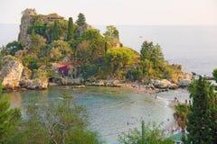 Szenische Ansicht von Isola Bella Peninsula in Taormina-Stadt Die Insel von Sizilien, Italien Ansicht des Meeres lizenzfreie stockfotografie