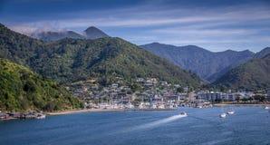 Szenische Ansicht von Picton, Neuseeland von der Fähre stockfotografie