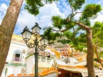 Szenische Ansicht von Positano, schönes Mittelmeerdorf auf Amalfi-Küste in Kampanien, Italien lizenzfreies stockfoto