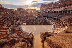 Szenische Ansicht von Roman Colosseum-Innenraum bei Sonnenuntergang Lizenzfreies Stockfoto