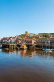 Szenische Ansicht von Stadt und von Abtei Whitby am sonnigen Herbsttag Lizenzfreie Stockbilder