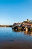 Szenische Ansicht von Stadt und von Abtei Whitby am sonnigen Herbsttag Stockbilder