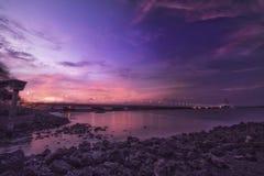 Szenische Ansicht von suramadu Brücke in madura Straße lizenzfreie stockfotografie