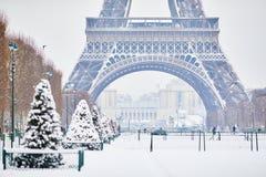 Szenische Ansicht zum Eiffelturm an einem Tag mit starken Schneefällen Lizenzfreies Stockbild