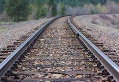 Szenische Eisenbahn: Schienen durch wildes Land Lizenzfreie Stockfotografie