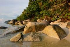 Szenische Felsen auf dem Strand Ko Adang Satun-Provinz thailand Stockbilder