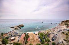 Szenische felsige Küstenlinie - August 2016, Sizilien Lizenzfreie Stockfotos