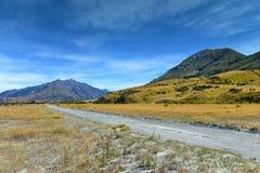 Szenische Gebirgszüge benutzt für das Filmen von Lord des Ringfilms in den Ashburton Seen, Neuseeland Stockfotos