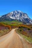 Szenische hintere Straße 12 in Colorado stockfotos
