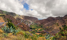 Szenische Landschaft des Gebirgstales Stockfoto
