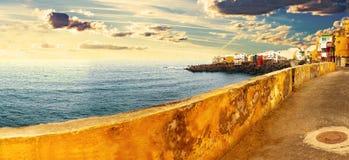 Szenische Landschaft Meerblick der Kanarischen Insel Teneriffa-Dorf Stockfotos