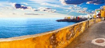 Szenische Landschaft Meerblick der Kanarischen Insel Teneriffa-Dorf Lizenzfreie Stockfotos