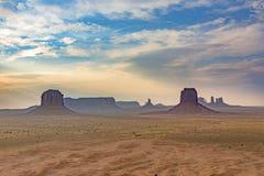 szenische Landschaft mit Butte im Monumenttal Stockfoto