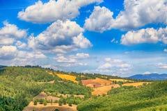 Szenische Landschaft mit grünen Hügeln und schönes cloudscape in Tu Lizenzfreies Stockbild