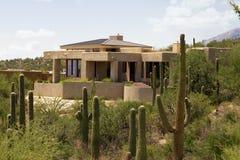 Szenische Landschaft und Haus des Arizona-Golfplatzes Stockbild