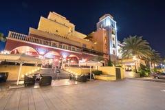 Szenische Nachtansicht eines Hotelerholungsortes am 29. Februar 2016 in Las Amerika, Teneriffa, Kanarische Insel, Spanien Stockfotos