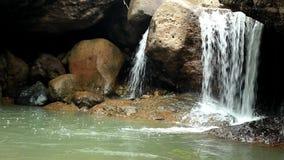 Szenische Natur von schönem die Stromflüsse stock footage