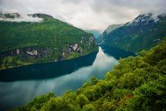 Szenische norwegische Fjorde Stockbild