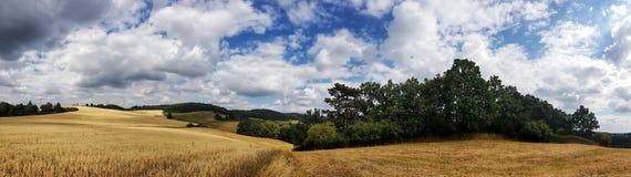 Szenische Panoramaansicht von Naturlandschaft unter einem bewölkten Himmel stockfoto